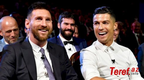 """Ronaldo Messini qabaqlayaraq """"Golden Foot"""" mükafatını qazandı"""