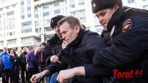 """Aleksey Navalnı skandalı: Putinin başağrısı, yoxsa """"maşası""""?"""