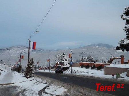 Xankəndinin girişində Rusiya bayrağı və erməni əskisi yan-yana… - SUSACAĞIQMI?