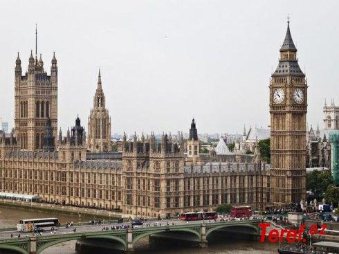 Britaniyanın parlament binasında yanğın baş verib - VİDEO