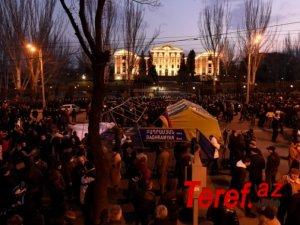 Müxalifət Yerevanın mərkəzini blokadaya alır və...