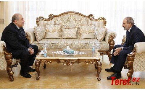 Nikol Paşinyan Ermənistan prezidentinin evinə getdi