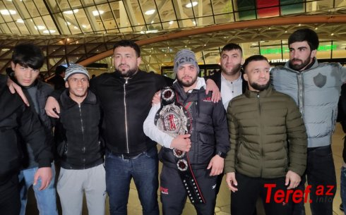 Moskvada çempion kəmərini qoruyan Nəriman Abbasov vətənə qayıtdı