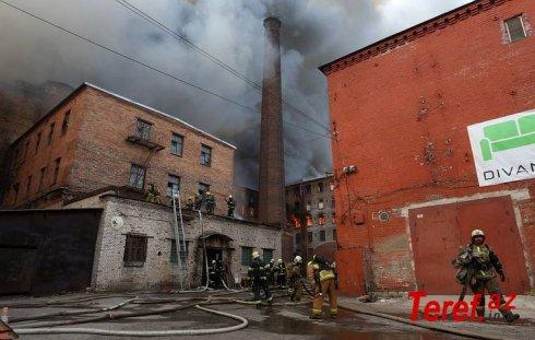 Rusiyada fabrikin söndürülməsi zamanı yanğınsöndürənlərdən biri yanaraq ölüb