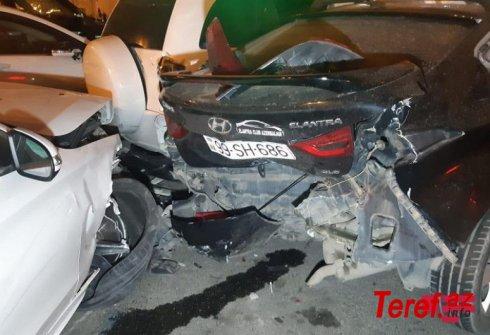 Bakının mərkəzində 7 avtomobil qəzaya uğradı, xəsarət alan var - FOTOLAR