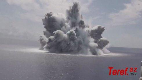 Aviadaşıyıcının möhkəmliyini yoxlamaq üçün yanında 18 tonluq bomba partlatdılar - VİDEO