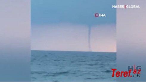 Qara dəniz üzərindəki hava burulğanı görənləri qorxutdu