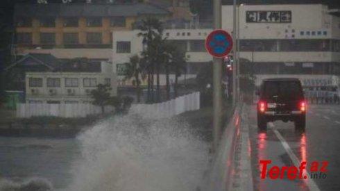 Güclü tayfun Tokioya yaxınlaşır - VİDEO