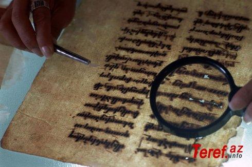 """""""Baskervillər iti"""" kitabının orijinal əlyazmasından bir səhifə hərraca çıxarılır - FOTO"""